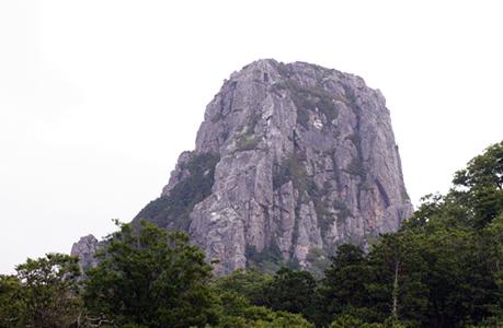 縫道石山東壁