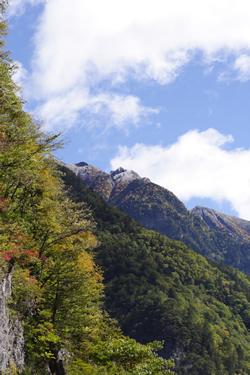 甲斐駒の稜線はうっすらと雪化粧
