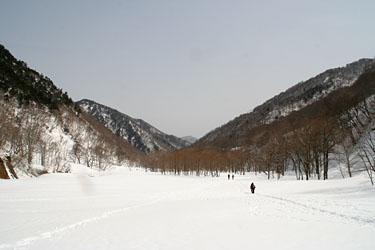 湯檜曽川右岸の新道