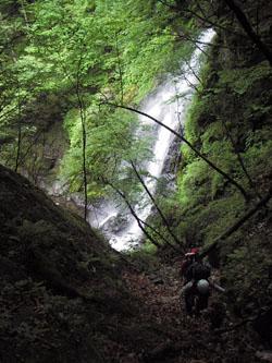 50m の大滝 こちらも巻きです