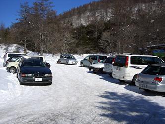 駐車場は満車でした