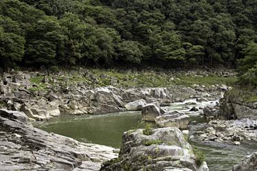すぐ後ろは阿武隈川