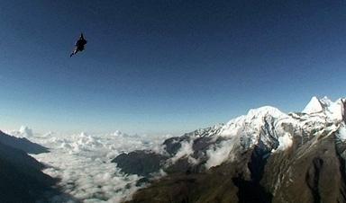 エベレスト上空からスカイダイビング