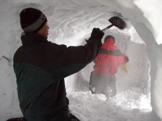 雪洞掘削中