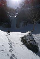 ラッセルで摩利支天大滝へ
