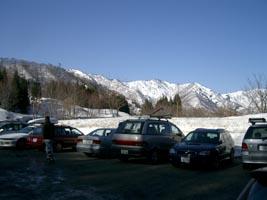 駐車場は山スキーヤーで一杯
