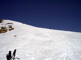 ニセ巻機からは続々とスキーヤー、ボーダーが