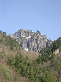 槍見温泉付近からの錫杖岳