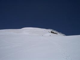抜戸岳への稜線 孝晃、健史は遥かかなた