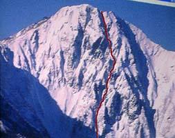 北岳バットレス(赤線がヒドンガリー滑降ルート)