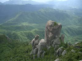 瑞牆山・大ヤスリ岩(瑞牆本峰より)