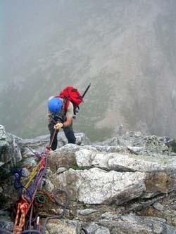 II峰-III峰のコルへの懸垂