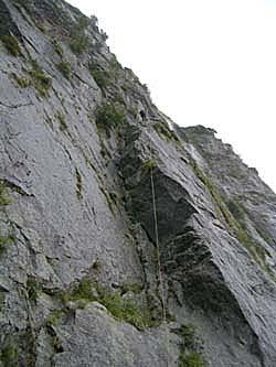 懸垂下降中 壁は滝