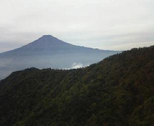 富士山は見えるもののうす曇