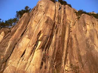 瑞牆山・十一面岩末端壁