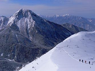 阿弥陀岳を見ながら下る