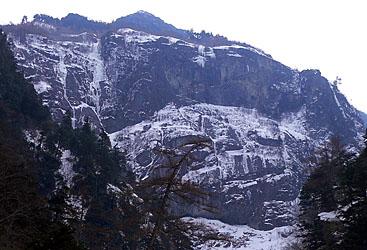 唐沢岳幕岩全景