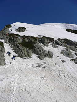 VI峰への登り