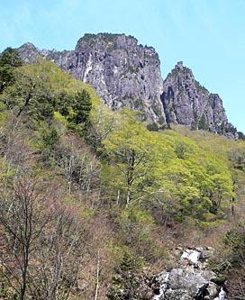 錫杖岳前衛壁 切れ込んでいる箇所が 3ルンゼ