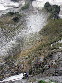 南稜を懸垂下降