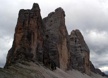Tre Cime di Lavarede 真ん中が Cima Grande北壁 Comiciルートは右寄り