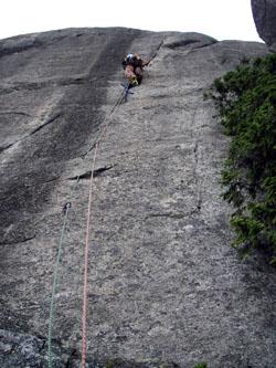 右岩稜 5P目 白クマの人工